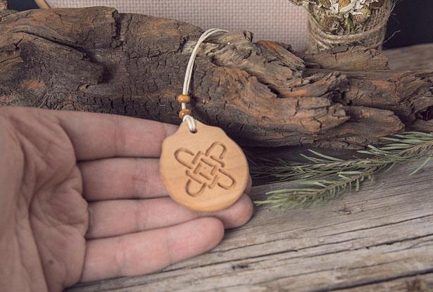 оберег из дерева лада, купить оберег славянский из дерева