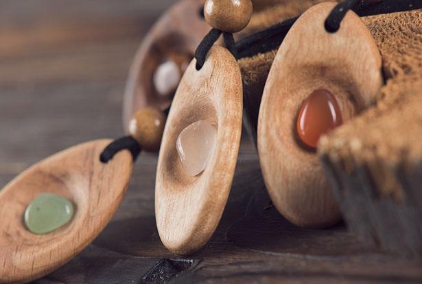 Амулеты из дерева и камня