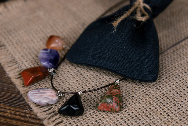 камни амулеты
