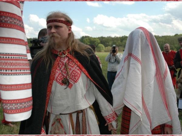 Славянская свадьба красное платье