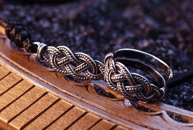 перстень серебряный, кольцо серебро купить, символ макошь, науз макошь, оберег на счастье, славянский оберег