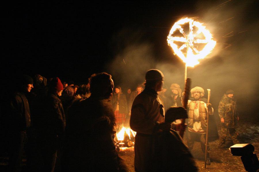 Огнянное колесо - обряд поднятия огненного колеса. Веды