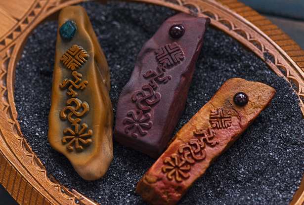 жезл для обрядов, каменный жезл, купить магический жезл, магический жезл, камень алтарь, камень яшма