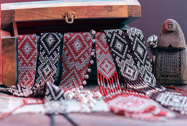 браслеты из бисера, браслеты амулеты купить, тканые браслеты из бисера