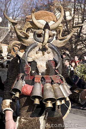 Возможно, именно так, в живописных звериных шкурах, и выглядели когда-то в древности жрецы ЭТОГО Бога - Славянского Бога Северного края.