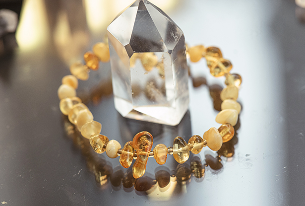 браслет медовый янтарь, оберег янтарь медовый, медовый янтарь купить, оберег янтарный купить, славянский медовый янтарь купить