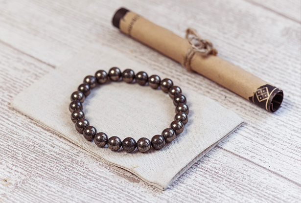 браслет из пирита купить, пирит, камень пирит, амулет купить, браслет для исполнения желания купить, браслет камень, женский браслет, купить браслет, купить браслет из камня, защитный браслет, магический браслет