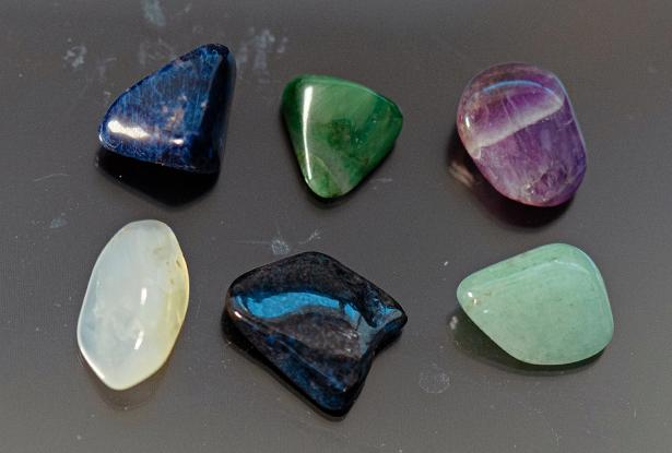 камни стихии воды