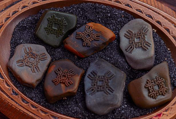 знак алатырь, каменный жезл, купить магический жезл, магический жезл, камень алтарь, камень яшма