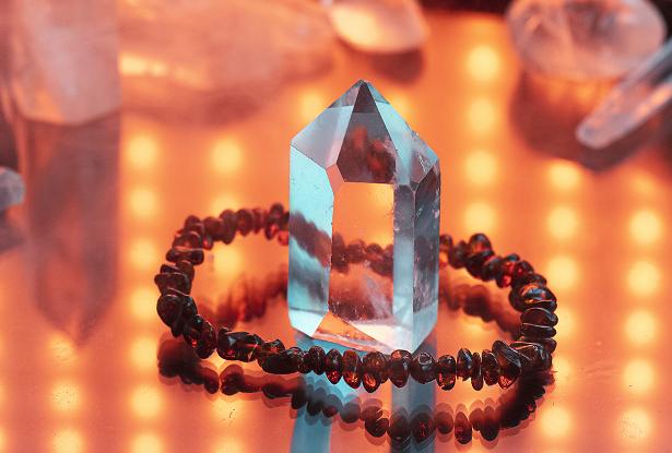 коньячный янтарный браслет, оберег-браслет янтарный, коньячный янтарь купить, янтарь славянский