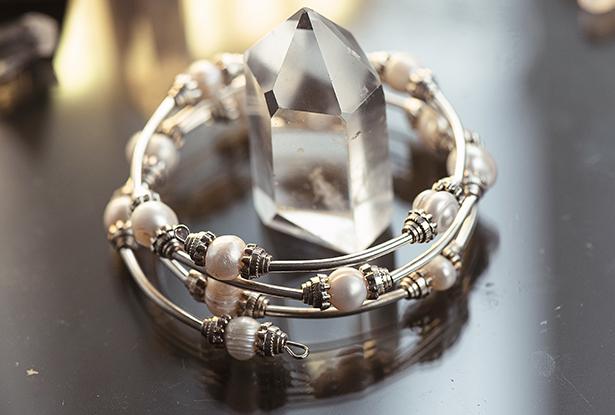 белый жемчужный браслет, оберег-браслет белый жемчужный, жемчуг белый купить, жемчуг белый славянский
