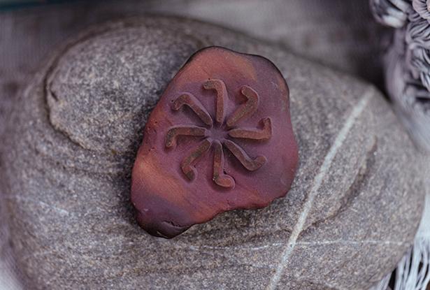 жезл для обрядов, каменный жезл, купить магический жезл, магический жезл, камень алтарь, камень яшма, знак коляды