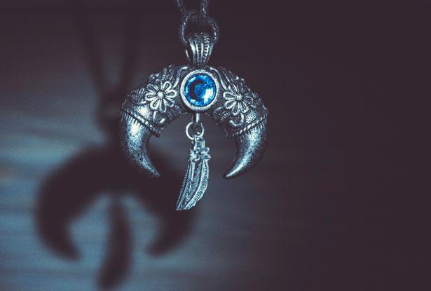 магическая подвеска, лунница