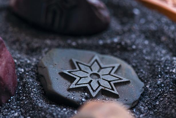 каменный оберег, знак чура, камень алатырь, обережный камень, камень алтарь
