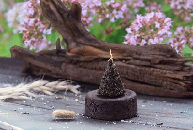 воск свеча, свеча пирамидка, воск с травами купить, свеча душица