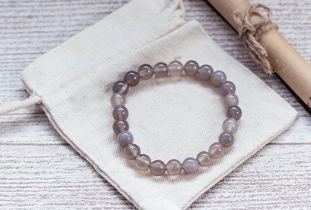 браслет из халцедона, халцедон, камень халцедон, амулет купить, браслет из натуральных камней купить, защитный браслет, магический браслет