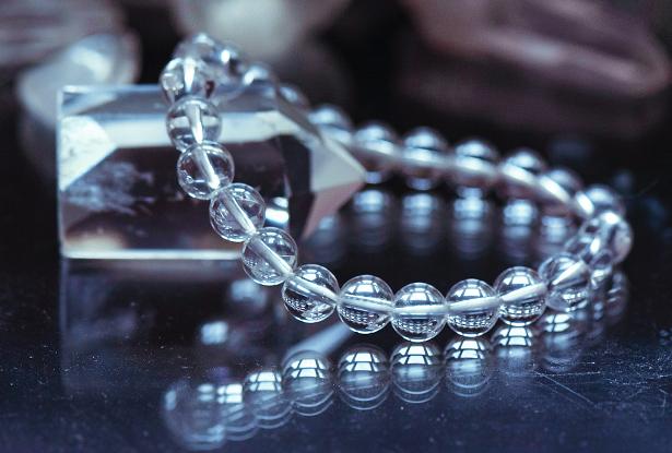 браслет из хрусталя, хрусталь, камень хрусталь, амулет купить, браслет из натуральных камней купить, защитный браслет, магический браслет