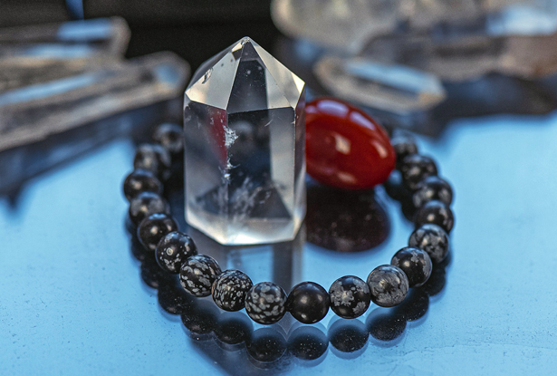 браслет из обсидиана купить, обсидиан, камень обсидиан, снежный обсидиан, амулет купить, браслет для исполнения желания купить, браслет камень, женский браслет, купить браслет, купить браслет из камня, защитный браслет, магический браслет