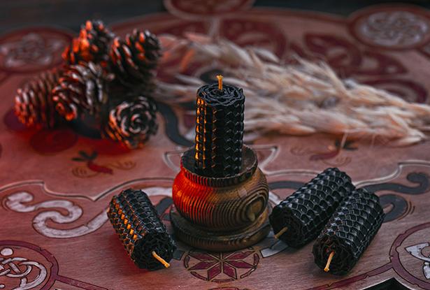 черные магические свечи, скрученные свечи в магии, черная свеча, свеча черный воск, свечи из вощины, магическая свеча из вощины, свеча катаная, свеча ручной работы, свеча очищение, воск для обрядов, купить свечу, магическая свеча, обряд свеча, купить свечу магия, магическая свеча